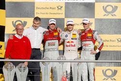 Podium du championnat : Le champion Marco Wittmann, BMW Team RMG, BMW M4 DTM; le deuxième Edoardo Mortara, Audi Sport Team Abt Sportsline, Audi RS 5 DTM; le troisième Jamie Green, Audi Sport Team Rosberg, Audi RS 5 DTM; Best manufacture, Dieter Gass, Head of DTM Audi Sport; Best team, Harry Unflat, Audi Sport Team Abt