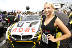 Gridgirl van #23 ROWE Racing, BMW M6 GT3: Alexander Sims, Philipp Eng, Maxime Martin, Dirk Werner