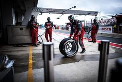 Mechanis of Audi Sport Team Phoenix
