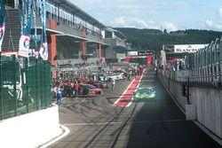 #63 GRT Grasser Racing Team, Lamborghini Huracan GT3: Rolf Ineichen, Jeroen Bleekemolen, Mirko Borto