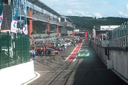 #63 GRT Grasser Racing Team, Lamborghini Huracan GT3: Rolf Ineichen, Jeroen Bleekemolen, Mirko Bortolotti