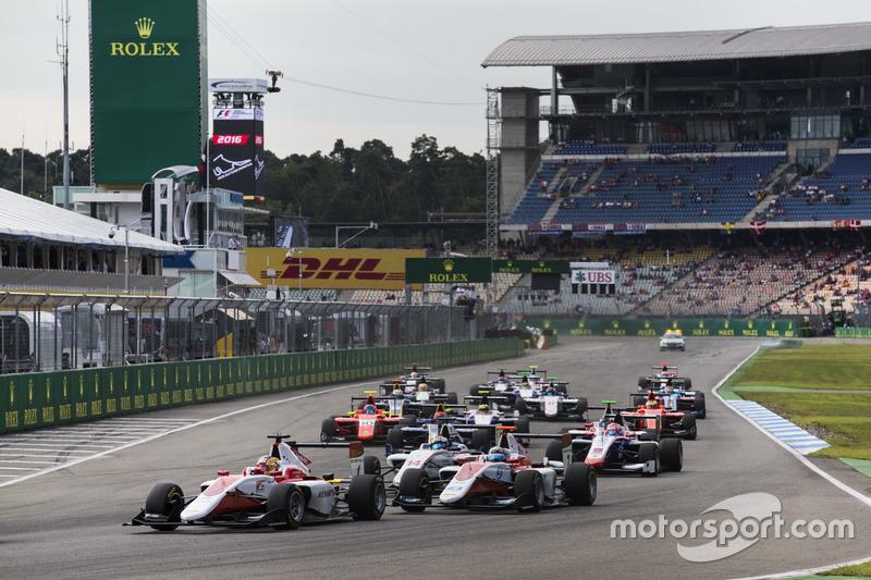Charles Leclerc, ART Grand Prix precede Alexander Albon, ART Grand Prix