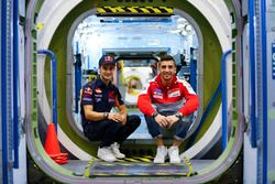 Andrea Iannone, Ducati Team, en Dani Pedrosa, Repsol Honda Team bezoeken het NASA Johnson Space Cent