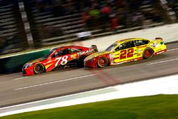 Martin Truex Jr., Furniture Row Racing Toyota en Joey Logano, Team Penske Ford