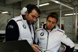 L'ingénieur Marco Schüpbachl et António Félix da Costa, BMW Team Schnitzer