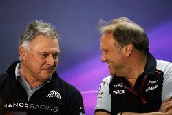 Dave Ryan, directeur de la compétition Manor Racing avec Robert Fernley, directeur adjoint Sahara Force India F1 Team lors de la conférence de presse de la FIA