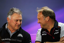 Dave Ryan, Manor Racing Director de Carrera con Robert Fernley, Sahara Force India F1 Team Subdirect