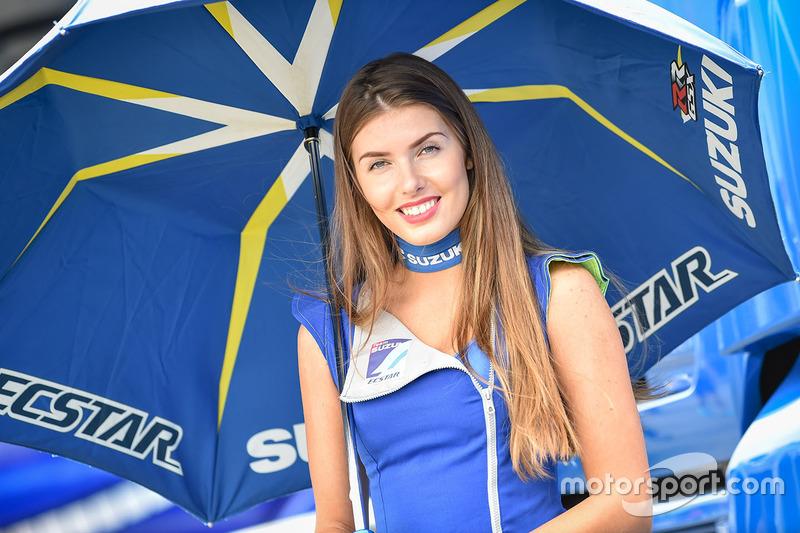 Grid girl Suzuki