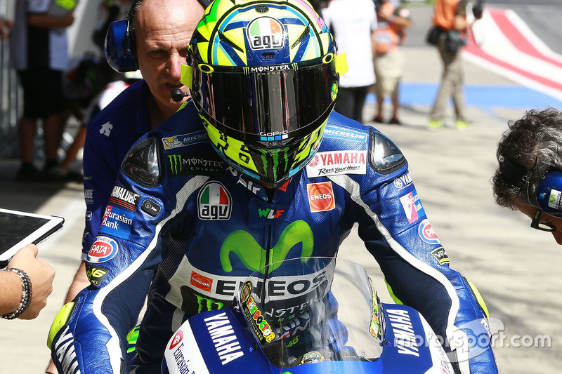 Valentino Rossi, Yamaha Factory Racing in pitlane