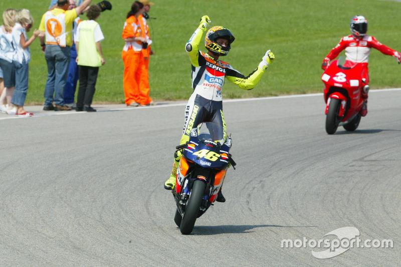 "<img src=""http://cdn-1.motorsport.com/static/custom/car-thumbs/MOTOGP_2017/RIDERS_NUMBERS/Rossi.png"" width=""55"" /> #21 MotoGP Jerman 2002"