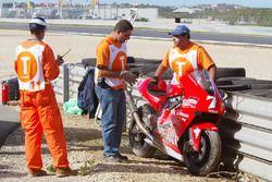 The bike of Carlos Checa, Marlboro Yamaha Team atfer the crash