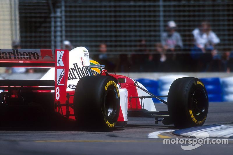 Im Qualifying wird Senna von Teamchef Ron Dennis angewiesen, ...