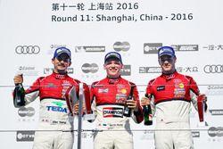 Podio Martin Rump, Champion Racing Team, segundo lugar Alex Yoong, Audi TEDA Racing Team, tercer lug
