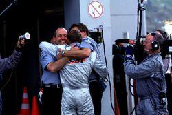 Ron Dennis ve Dünya Şampiyonu Mika Hakkinen, McLaren
