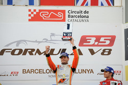 Podium: Ganador y campeon, Tom Dillmann, AVF