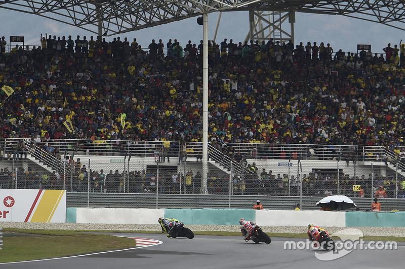 Rossi persiste et signe en tête de course