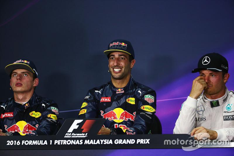 La ost conferencia de prensa FIA (izquierda a derecha): Max Verstappen, Red Bull Racing, segundo; Daniel Ricciardo, Red Bull Racing, ganador de la carrera; Nico Rosberg, de Mercedes AMG F1, tercera