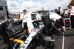 Lewis Hamilton, Mercedes AMG F1 W07 Hybrid sur la grille