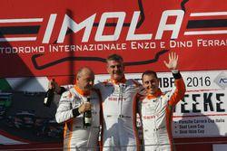 Podio TCS Gara 2: il vincitore Giampiero Wyhinny, il secondo classificato Sandro Pelatti, Girasole,