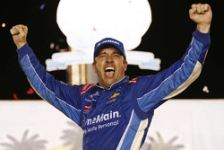 Race winner Elliott Sadler, JR Motorsports Chevrolet