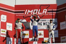 Podium rookie, course 2: le deuxième, Juan Manuel Correa, Prema Powerteam, le vainqueur, Lorenzo Colombo, BVM Racing, le troisième, Simone Cunati, Vincenzo Sospiri Racing