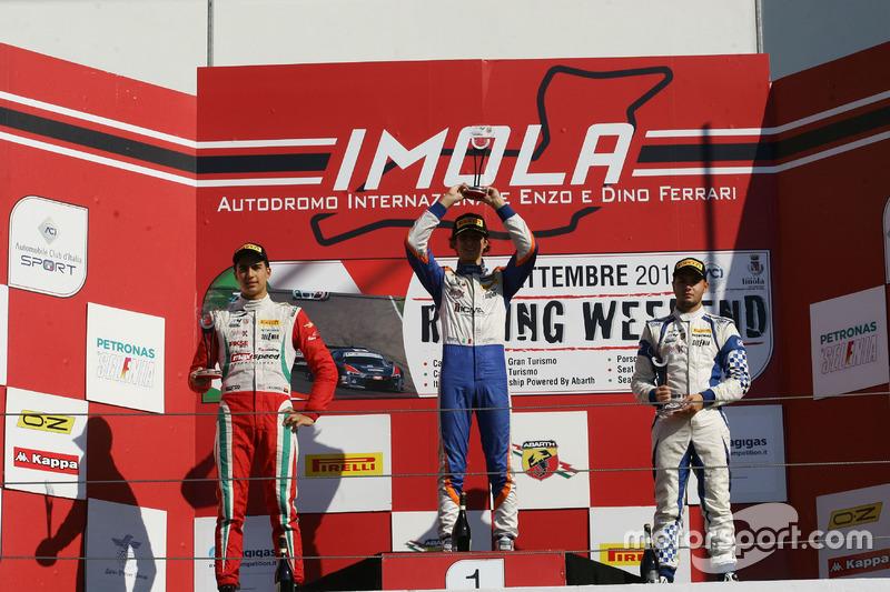 Podio Rookie, Gara 2: il secondo classificato Juan Manuel Correa, Prema Powerteam, il vincitore Lore