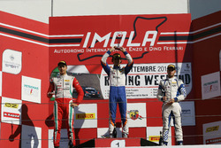 Podio Rookie, Gara 2: il secondo classificato Juan Manuel Correa, Prema Powerteam, il vincitore Lore