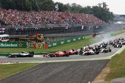 Nico Rosberg, Mercedes AMG F1 W07 Hybrid toma la delantera