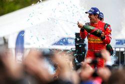 Podium : le vainqueur Lucas di Grassi, ABT Schaeffler Audi Sport fête la victoire au champagne