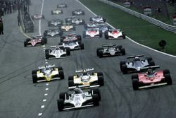 Start zum GP Niederlande 1979 in Zandvoort: Alan Jones, Williams FW07, führt