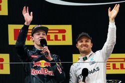 Podium : le vainqueur Nico Rosberg, Mercedes AMG F1 Team, le troisième, Daniil Kvyat, Red Bull Racing