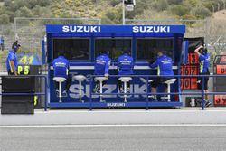Pórtico de equipo Suzuki MotoGP pit lane