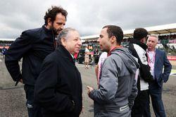 Jean Todt, FIA President on the grid with Matteo Bonciani, FIA Media Delegate and Nicolas Todt, Driv