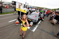 La Grid Girl de Maximilian Götz, Mercedes-AMG Team HWA, Mercedes-AMG C63 DTM