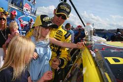 Race winner Matt Kenseth, Joe Gibbs Racing Toyota with his daughters Clara, Kaylin and Grace