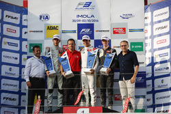 Podium: Race winnaar Lance Stroll, Prema Powerteam Dallara F312 – Mercedes-Benz, tweede George Russe
