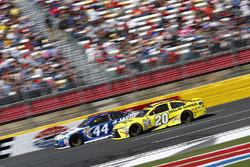 Brian Scott, Richard Petty Motorsports Ford, Matt Kenseth, Joe Gibbs Racing Toyota