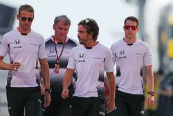 Jenson Button, Fernando Alonso en Stoffel Vandoorne,, McLaren F1 Team