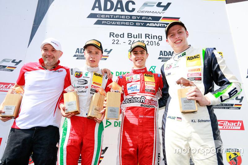 Podium: Sieger Thomas Preining, Lechner Racing; 2. Juri Vips, Prema Powerteam; 3. Kim-Luis Schramm,