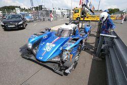 #36 Signatech Alpine A460: Gustavo Menezes, Nicolas Lapierre, Stéphane Richelmi, crashed car