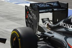 McLaren MP4-31 rear wing detail