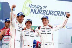 Les vainqueurs #1 Porsche Team Porsche 919 Hybrid: Timo Bernhard, Mark Webber, Brendon Hartley