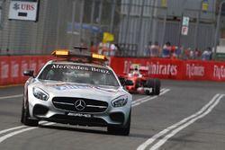 Kimi Raikkonen, Ferrari SF16-H derrière la voiture de sécurité