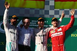 Подиум: победитель Нико Росберг, Mercedes AMG F1 Team, второе место - Льюис Хэмилтон, Mercedes AMG F