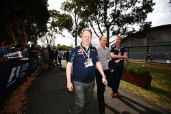 Ian Minards, Directeur du développement produit Aston Martin, Marek Reichman, Directeur du design d'Aston Martin et Andy Palmer, CEO d'Aston Martin arrivent au circuit