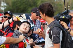 Esteban Gutierrez, Haas F1 Team, con i tifosi