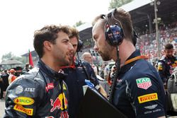Daniel Ricciardo, Red Bull Racing con Simon Rennie, Red Bull Racing carrera Ingeniero en la parrilla