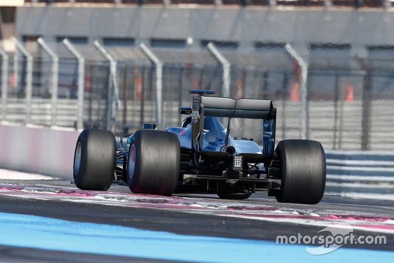 Mercedes AMG F1 W06 mit Pirelli-Reifen für 2017