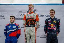 Racewinnaar Jarno Opmeer, MP Motorsport; tweede plaats Nerses Isaakyan, Koiranen GP; derde plaats Ri
