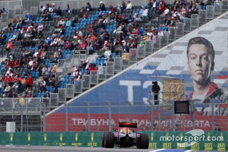 O piloto da casa, Daniil Kvyat, dá o nome à curva 3 do circuito.
